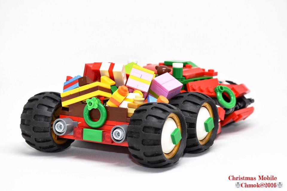 Christmas Tumbler by Chakhei Mok