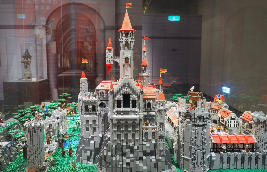 004---red-roof-castle