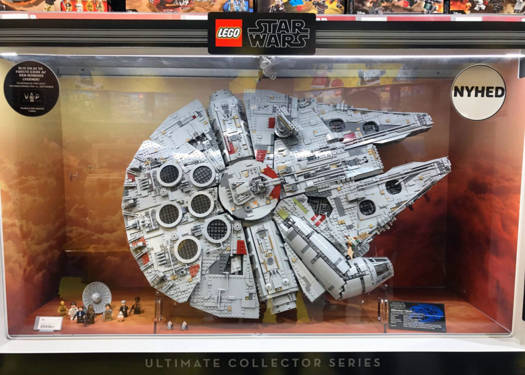 LEGO Star Wars UCS Millennium Falcon Display
