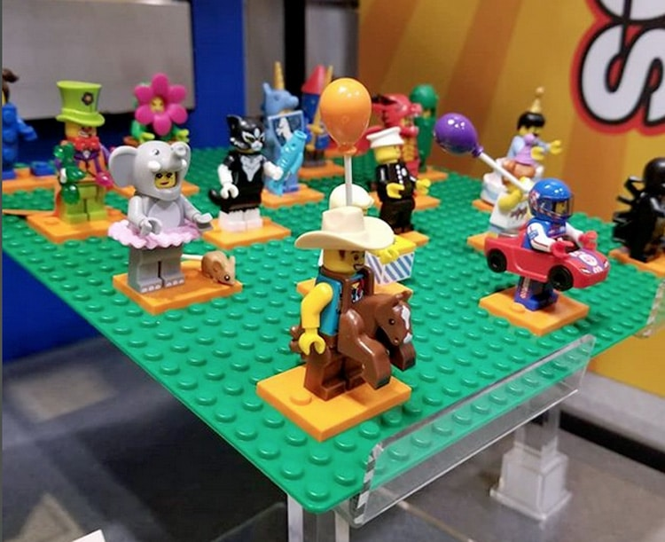 LEGO Collectible Minifigure Series 18 71021
