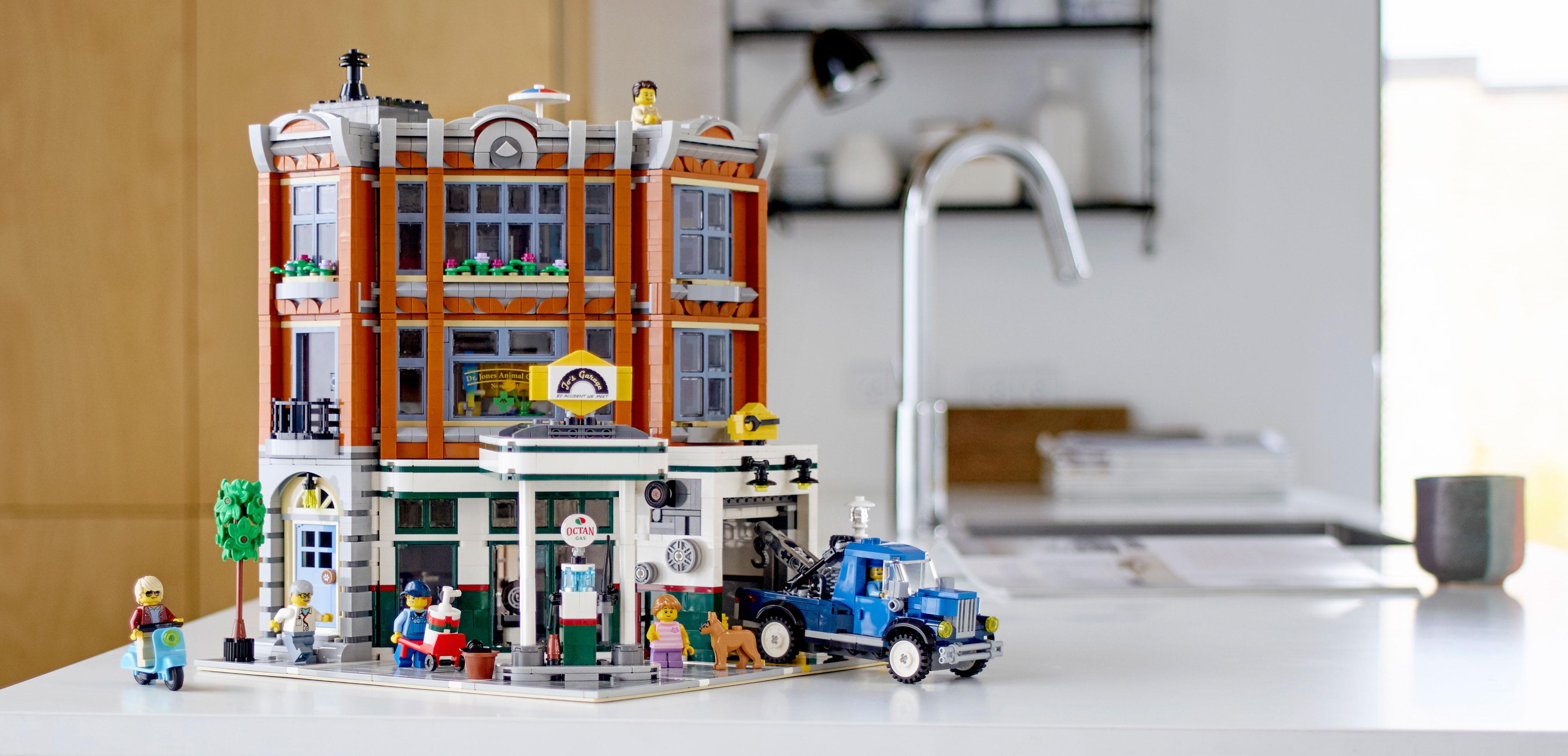 lego-corner-garage-10264-lifestyle